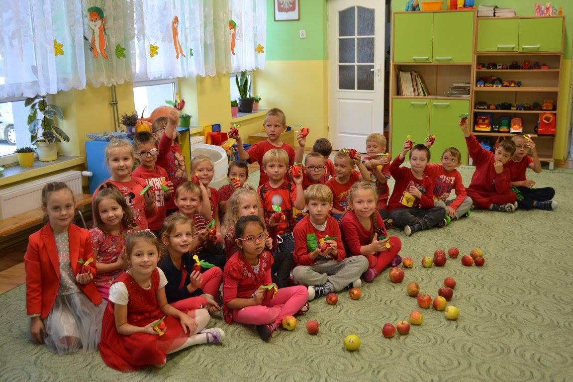 Dzień czerwonego jabłuszka w grupie Muchomorków