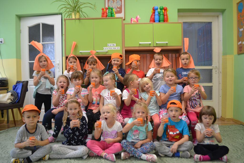 Pomarańczowy dzień u Biedronek.