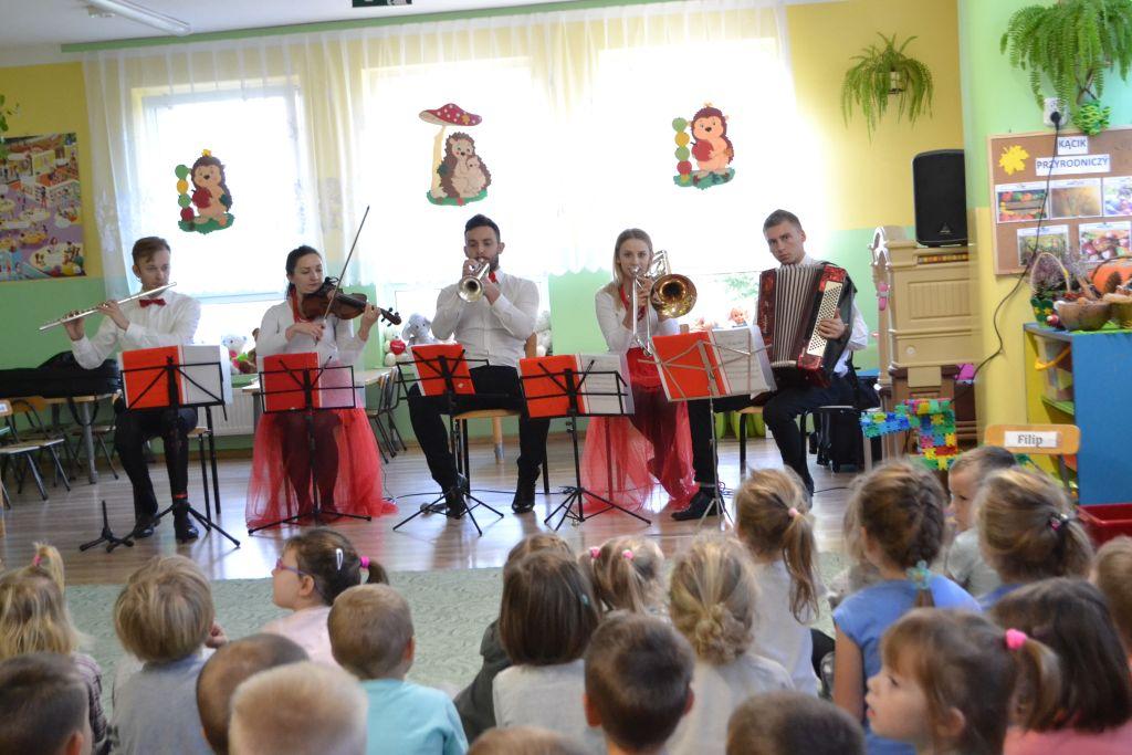Mobilna Filharmonia w przedszkolu.