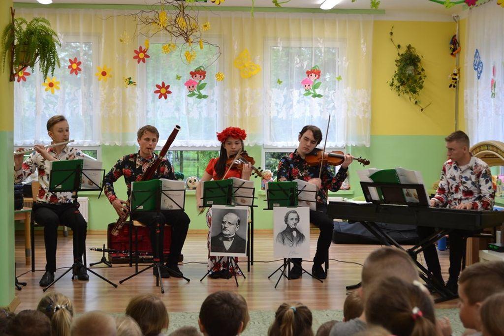Chopin, Moniuszko i inne chłopaki czyli nasza kadra – Mobilna Filharmonia