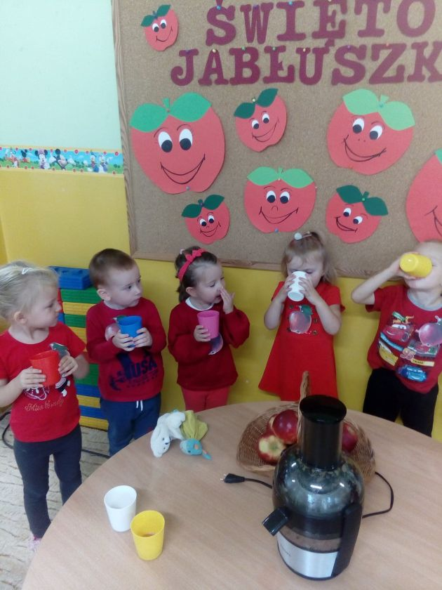 Święto Jabłuszka w grupie Skrzaty.