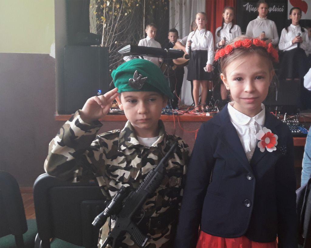 Reprezentujemy przedszkole na Konkursie patriotycznym.